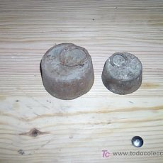 Antigüedades: DOS PESAS DE HIERRO . Lote 26800846