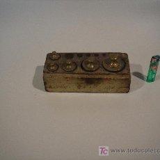 Antigüedades: PESAS DE BALANZA ANTIGUAS 5 UNIDADES . Lote 21561915