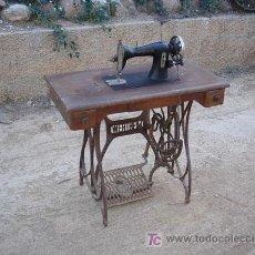 Antigüedades: MAQUINA DE COSER DE LA MARCA WERTHEIM FUNCIONA. Lote 26146882