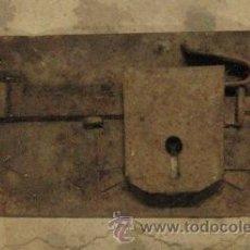 Antigüedades: CERRADURA DE 27 CMS, SIN LLAVE. Lote 8166923