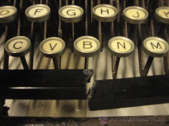 Antigüedades: Máquina de escribir Remington - Foto 3 - 23753999