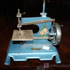 Antigüedades: PEQUEÑA MAQUINA DE COSER REF. 2300. Lote 9388067