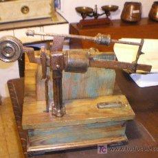 Antigüedades: BASCULA DE GRANERO AÑOS 1955. Lote 27174990