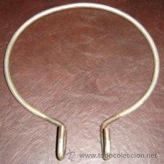 Antigüedades: SOPORTE DE HIERRO PARA MACETAS -COLGADOR BALCON DIAMETRO 22 CMS.. Lote 8998993