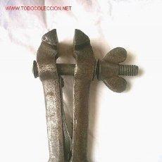 Antigüedades: ANTIGUA MORDAZA DE ACERO FORJADO. Lote 27383901