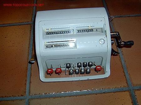 SUMADORA SUECA MARCA ACTVIDABERG FACIT MODEL CI - 13- (Antigüedades - Técnicas - Aparatos de Cálculo - Calculadoras Antiguas)