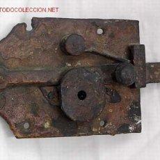Antigüedades: CERRADURA DE HIERRO FORJADO SIGLO XVIII. Lote 2461294