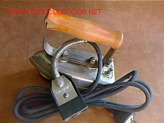 PRIMITIVA PLANCHA ELÉCTRICA THERMA SUIZA DE LOS AÑOS 20 (Antigüedades - Técnicas - Planchas Antiguas - Hierro)