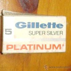 Antigüedades: CAJA DE HOJAS DE AFEITAR GILLETTE SUPER SILVER. PLATINUM. CONTIENE DOS CUCHILLAS.. Lote 9876989