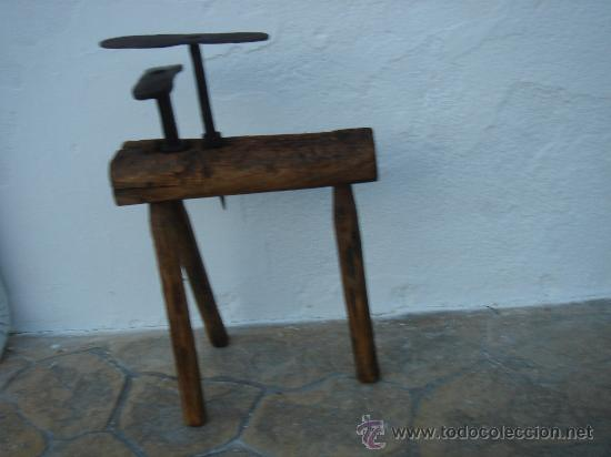 BANCO DE ZAPATERO PARA DOS YUNQUES -YUNQUE-. (Antigüedades - Técnicas - Herramientas Antiguas - Otras profesiones)