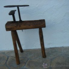 Antigüedades: BANCO DE ZAPATERO PARA DOS YUNQUES -YUNQUE-. . Lote 27505351