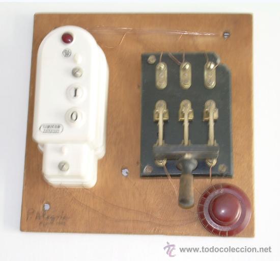 CUADRO HECHO CON APARATOS Y MATERIALES ANTIGUOS DE ELECTRICIDAD (Antigüedades - Técnicas - Herramientas Profesionales - Electricidad)