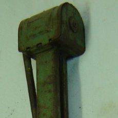 Antigüedades: GATO ELEVADOR ANTIGUO DE COCHE MED. 47*9 CMS.. Lote 10610996
