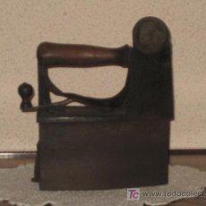 Antigüedades: MAGNIFICA PLANCHA CON GRABADO EN SALVA MANOS. Lote 10735555