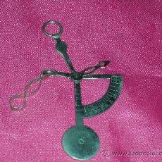 Antigüedades: PESA CARTAS ANTIGUO. Lote 10785616