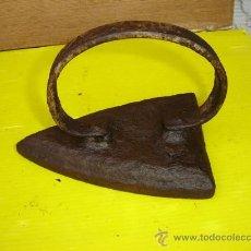 Antigüedades: PLANCHA DE HIERRO ASA REDONDA. Lote 11130318