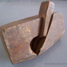 Antigüedades: MINI CEPILLO DE MOLDURA CON CUCHILLA CURVADA (9X5X3CM APROX, CUCHILLA 2CM DE ANCHO APROX). Lote 21389798