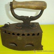 Antigüedades: PLANCHA DE CARBON ANTIGUA. Lote 11579152