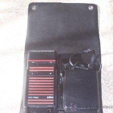 Antigüedades: MAQUINA DE AFEITAR ELECTRICA BRAUN CON DOBLE VOLTAGE 110-220 V ( FUNCIONANDO ). Lote 25114883