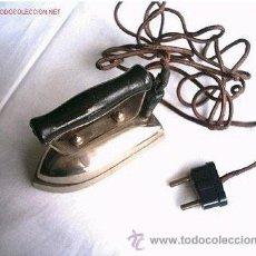 Antigüedades: MINI PLANCHA ELECTRICA ANTIGUA CON CABLE ORIGINAL (125 V.). Lote 27440994