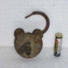 Antigüedades: CANDADO SIN LLAVE ***MUY ANTIGUO TODO DE REMACHES***. Lote 19558127
