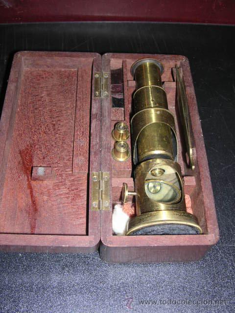 MICROSCOPIO ANTIGUO DE BRONCE CON SU CAJA DE MADERA DE CAHOBA,16,5X7 CM,- (Antigüedades - Técnicas - Instrumentos Ópticos - Microscopios Antiguos)
