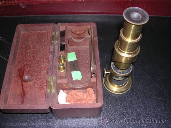 Antigüedades: MICROSCOPIO ANTIGUO DE BRONCE CON SU CAJA DE MADERA DE CAHOBA,16,5X7 CM,- - Foto 2 - 12301567