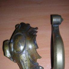 Antigüedades: LLAMADOR DE BRONCEY OTRA PIEZA DE REGALO . Lote 26324648