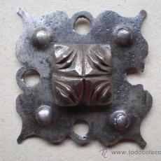 Antigüedades: CLAVO ANTIGUO SIGLO XVIII MIDE 7 X 7 CENTÍMETROS Y LONGITUD 14 CENTÍMETROS. Lote 12748111