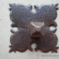 Antigüedades: CLAVO ANTIGUO SIGLO XVIII MEDIDAS 6 X 6 CENTÍMETROS - 18 LONGITUD. Lote 12748207