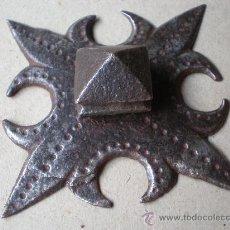 Antigüedades: CLAVO ANTIGUO SIGLO XVIII MIDE 8 X 8 CENTÍMETROS Y 14 DE LONGITUD. Lote 12748338