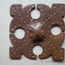 Antigüedades: CLAVO ANTIGUO SIGLO XVIII MIDE 7,5 X 7,5 CENTÍMETROS Y 15 DE LONGITUD. Lote 12748364