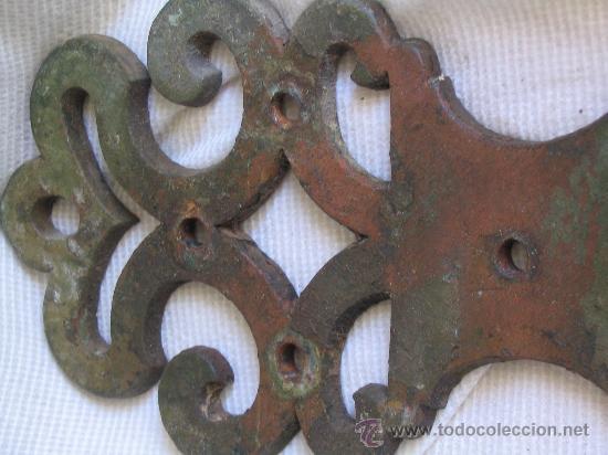 Antigüedades: Alguaza bisagra de puerta, con clavos clavos hierro forjado procedencia Andalucía s.XVIII - Foto 5 - 26053948