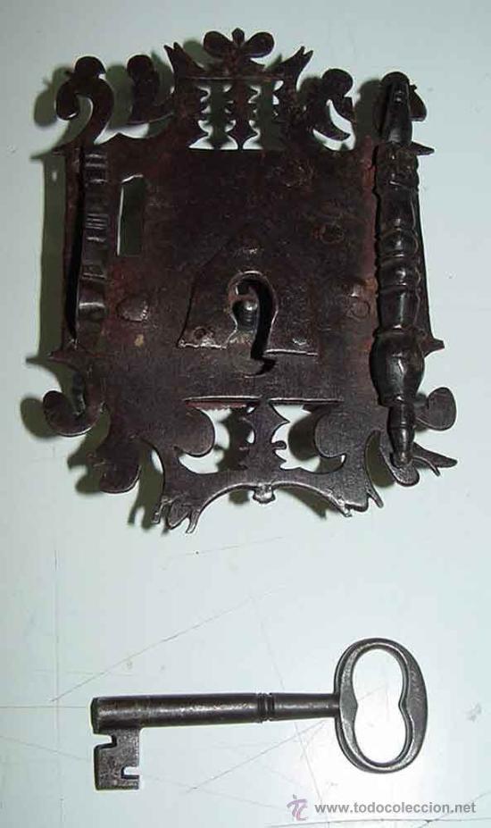 Antigüedades: EXCEPCIONAL CERRADURA DE HIERRO FORJADO SIGLO XVII - XVIII DE FORJA, JUNTO CON SUS CLAVOS Y CON ACCE - Foto 2 - 26578096
