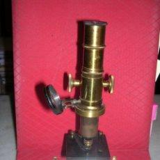 Antigüedades: MICROSCOPIO ANTIGUO DE BRONCE Y HIERRO,26 CM. ALTURA 7 CM, BASE,VER FOTOGRAFIAS ADICIONALES. Lote 13983050