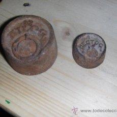 Antigüedades: 2 ANTIGUAS PESAS DE BALANZA. 1/2 KILO Y 1 HECTOGRAMO.. Lote 18596598