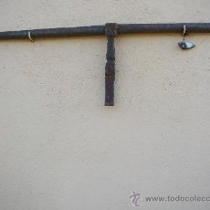 Antigüedades: ANTIGUO CERROJO FORJADO MUY GRANDE Y ANTIGUO. Lote 24689540