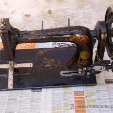 Antigüedades: MAQUINA DE COSER.. Lote 13639945