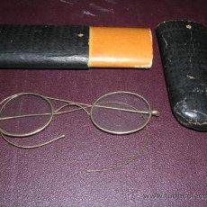 Antigüedades: GAFAS ANTIGUAS DE METAL CHAPADO EN ORO CON ESTUCHE DE CARTON ,FALTA UN TORNILLO EN LA BISAGRA.. Lote 13631236