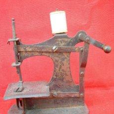 Antigüedades: PEQUEÑA MAQUINA DE COSER. Lote 21808233