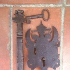 Antigüedades: CERRADURA DE ARCA DE GRAN TAMAÑO. Lote 25903629