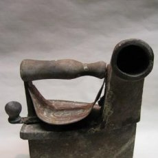 Antigüedades: PLANCHA DE CARBON HIERRO FUNDIDO. FF.SG.XIX. CHIMENEA. 22 CM. ALTA. . Lote 13786639