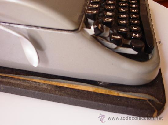 Antigüedades: Antigua máquina de escribir. - Foto 4 - 26508348