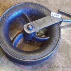 Antigüedades: ANTIGUA POLEA DE HIERRO. Lote 26549604