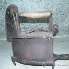 Antigüedades: PLANCHA DE HIERRO CON SOPORTE. Lote 27126764