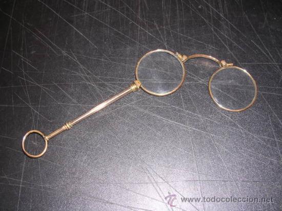 IMPERTINENTE O BINOCULO DE METAL CHAPADO EN ORO14,5X4,5 CM.(LAS MEDIDAS SON CERRADO) (Antigüedades - Técnicas - Otros Instrumentos Ópticos Antiguos)
