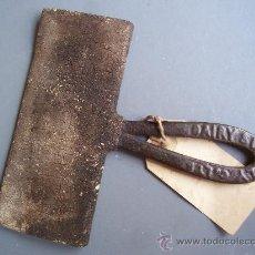 Antigüedades: HERRAMIENTA INGLESA PARA HACER MANTEQUILLA (GOMA 12,5X5CM, EN MAL ESTADO). Lote 20599996
