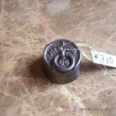 Antigüedades: ANTIGUA PESA DE HIERRO. Lote 26068798