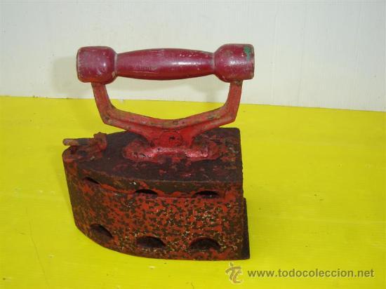 PLANCHA DE CARBON PINTADO EN ROJO (Antigüedades - Técnicas - Planchas Antiguas - Carbón)