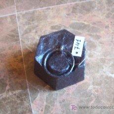 Antigüedades: ANTIGUA PESA DE HIERRO. Lote 26196161